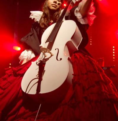 Kanon Wakeshima : chanteuse et violoncelliste japonaise